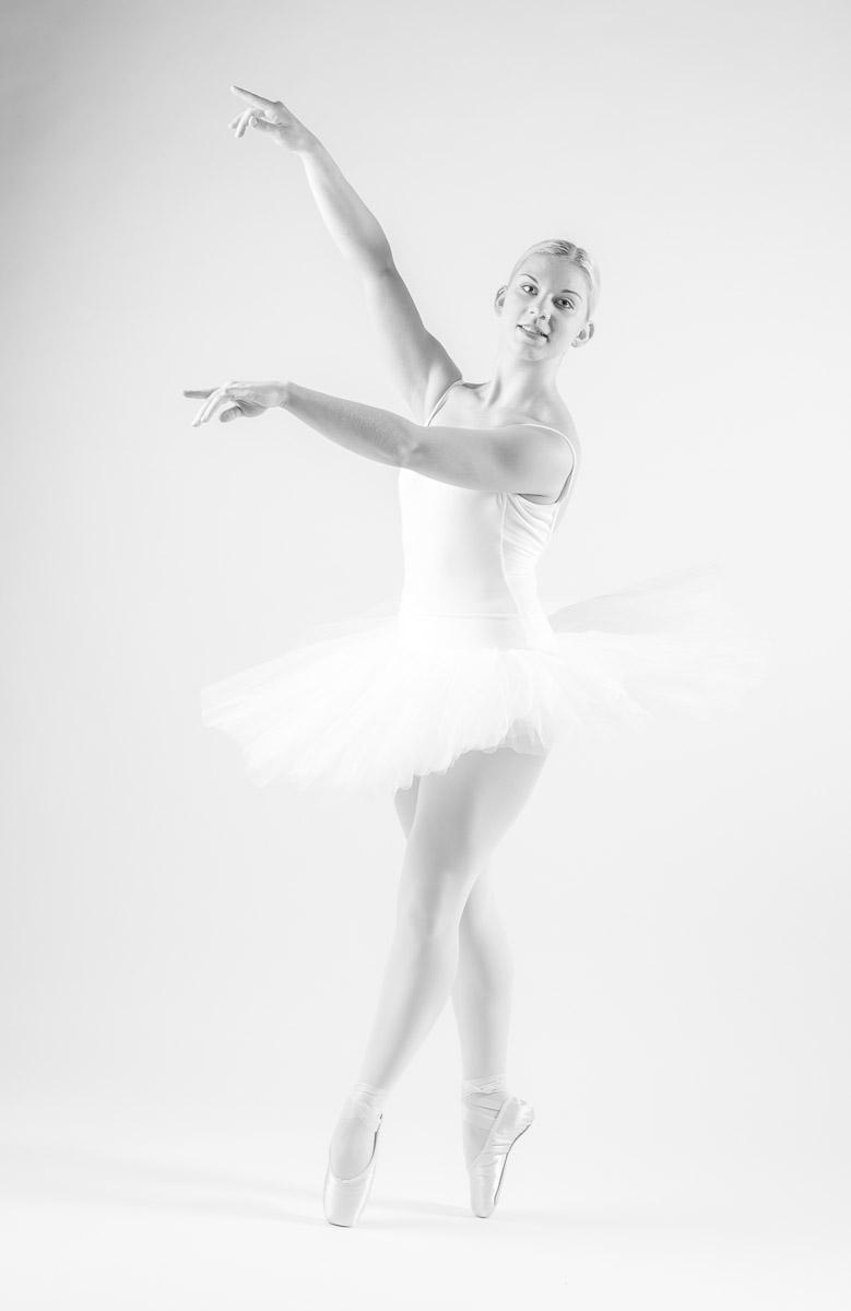 White Swan - Schwanensee - Weisser Schwan - tanzen - Ballett - Ballerina - taenzerin - by Doris Reinthaler